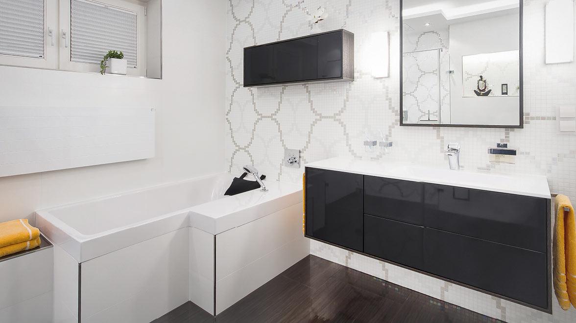 badewanne raumspar trendy badewanne dusche kombination elegant badewanne raumspar badewannen. Black Bedroom Furniture Sets. Home Design Ideas